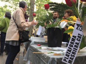 El Taller Masriera reviu per Sant Jordi entre roses, firmes i teatre